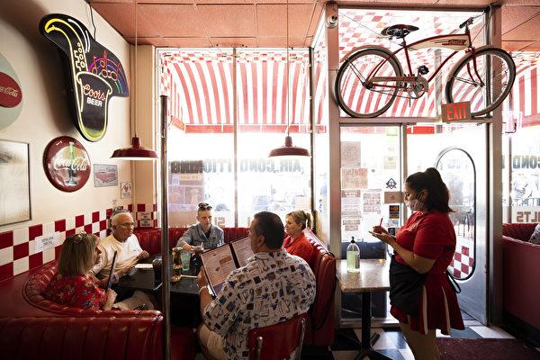 州長令:19縣餐館堂吃再關閉至少三週