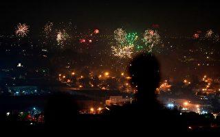 庆祝独立日 洛杉矶夜空被烟花点亮