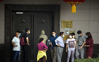 組圖:休斯頓中領館被令關閉次日 民眾圍觀