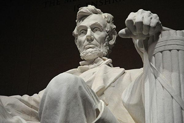 美国时评家:多读古典作品 就不会跟左翼跑