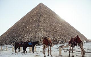 俄夫妇在自家后院盖9公尺高金字塔