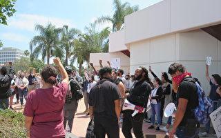 洛杉矶市议员要求警察统一向示威者下跪
