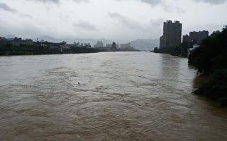 江西鄱阳县中洲圩决口 超出警戒水位近4米