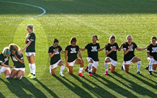 隊友皆跪 芝加哥紅星隊女足球員選擇站立