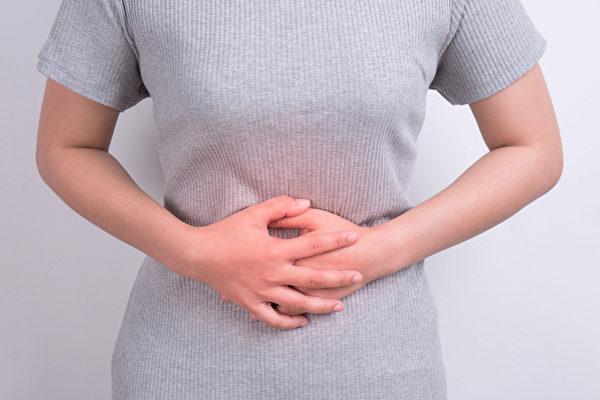 肚子有肿块、经痛、经血量过多,可能是子宫肌瘤。(Shutterstock)