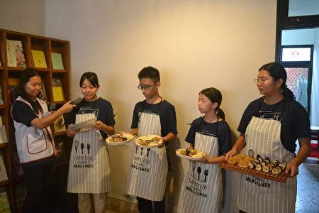 家扶少年展力方案以餐饮快闪店展现一年来的学习成果,学员们在活动中介绍餐点。