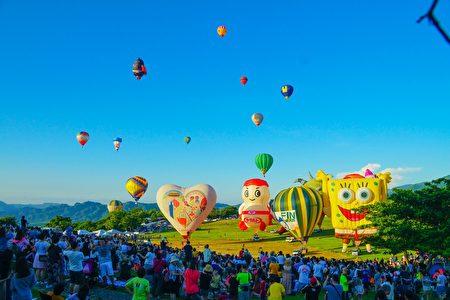 臺灣國際熱氣球嘉年華11日在臺東縣鹿野高台開幕。