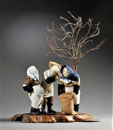 简维成的人像作品--丰收的喜悦,融合传统与现代,透过微观的角度细腻地捕捉人物的形神样貌。
