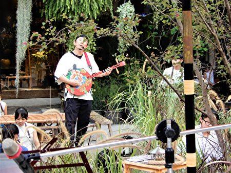 著名茶人歌手高闲至穿梭吟唱于森林幻境之间。
