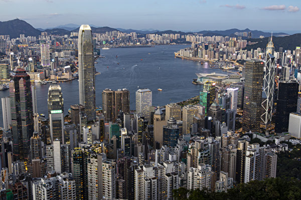 中共向海外公民征税45% 员工考虑离开香港