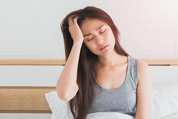 3個簡單方法能有效舒緩頭痛,又不必擔心有副作用。(Shutterstock)