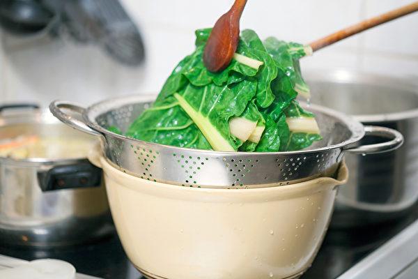120℃以下的低溫烹調可以保留食物營養素,避免食材變質。(Shutterstock)