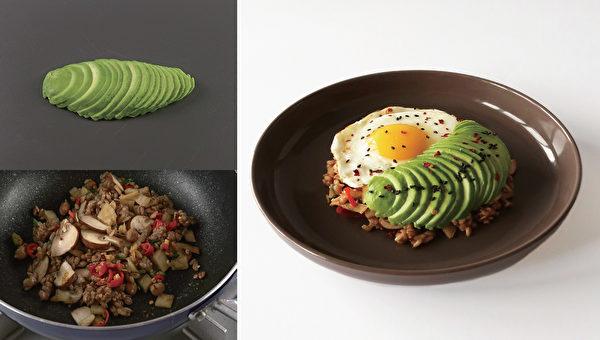 减肥午餐之:低盐泡菜炒饭。(高宝提供)
