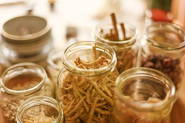 人們都希望長壽又不生病,中醫古籍中許多古代老人養生觀值得學習。(Shutterstock)