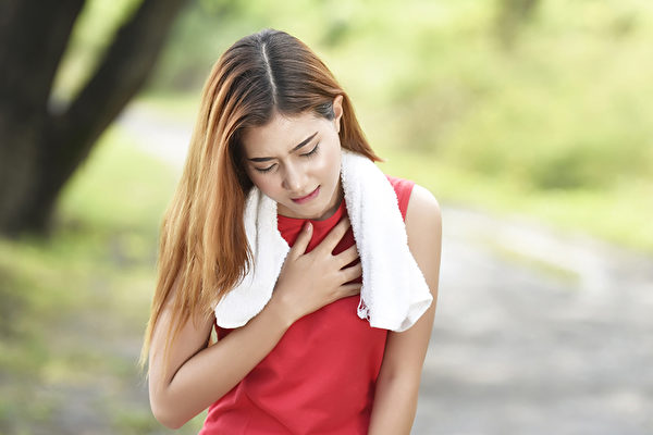 肺纤维化包括肺炎等原因引起的肺纤维化,以及不明原因的特发性肺纤维化,应该如何治疗、保养?(Shutterstock)
