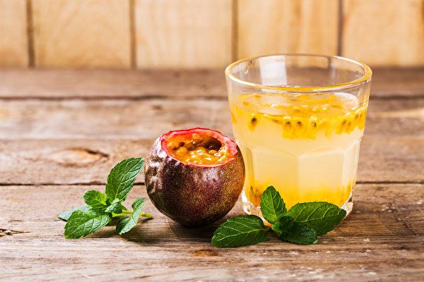 百香果含水溶性和非水溶性膳食纤维,有益肠道健康。(Shutterstock)