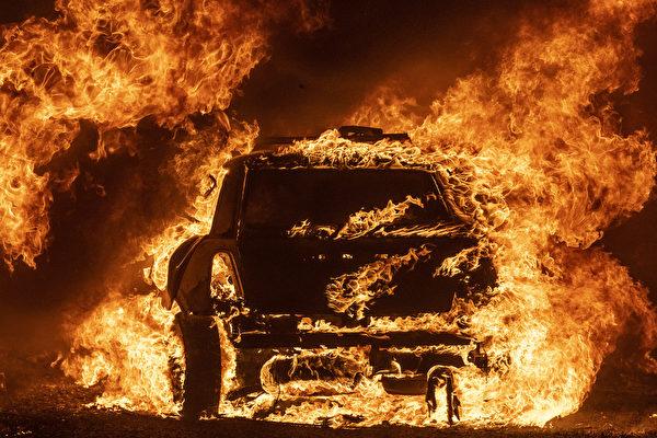 """加州野火处于""""致命时刻"""" 州长促居民逃离"""