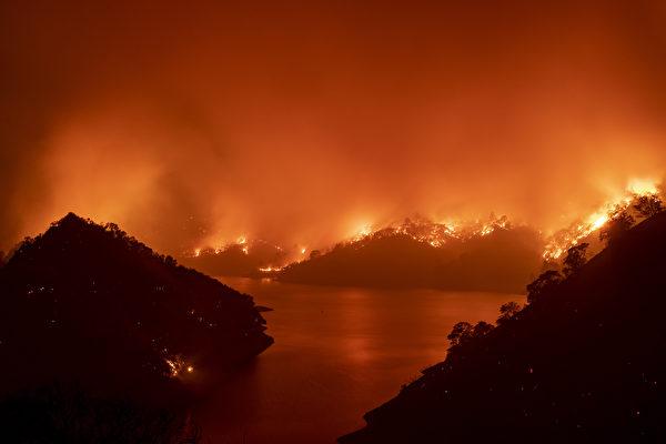 加州大火持续肆虐 川普宣布重大灾害