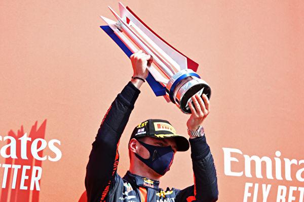 F1大奖赛 红牛车手维斯塔潘破梅奔垄断夺冠