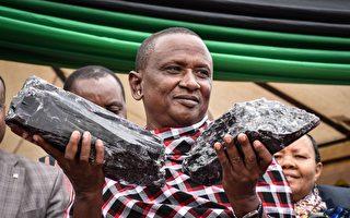 非洲礦工挖出三塊罕見寶石 擬變賣後建學校