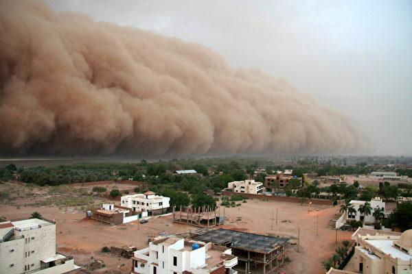 沙尘暴吞噬印度城市 如末日景象