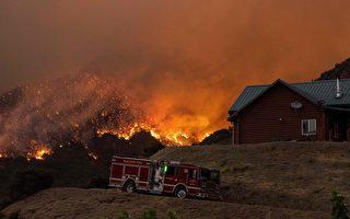 内陆帝国野火连烧3日 蔓延超2万英亩