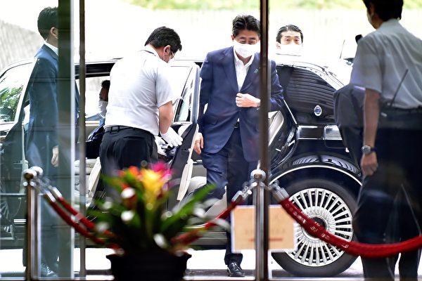 组图:日本首相安倍晋三因病宣布辞职