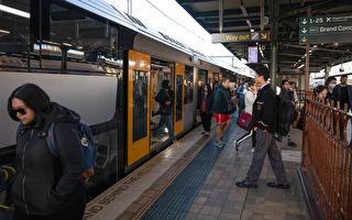 悉尼市区火车拥挤 交通厅长吁戴口罩