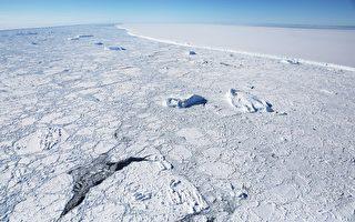 南極驚現超百米神祕「冰船」 似有窗戶和煙囪