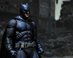 智利匿名男子化身蝙蝠侠 分送食物给街友