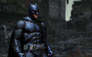 智利匿名男子化身蝙蝠俠 分送食物給街友
