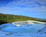 """日本神秘湖泊""""龙之眼"""" 演绎龙的传说"""