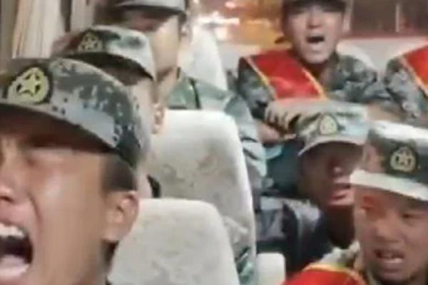 大陆俩98后拒服兵役 传中共士兵被派边境放声痛哭