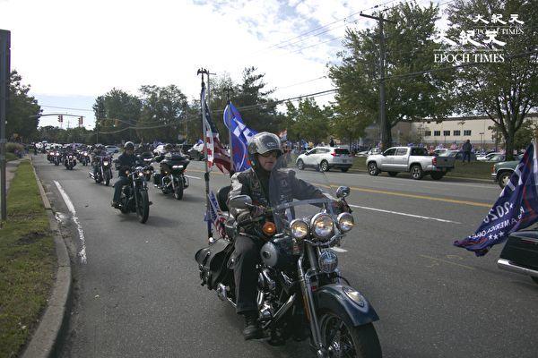 纽约长岛居民挺川普 组千人车队游行