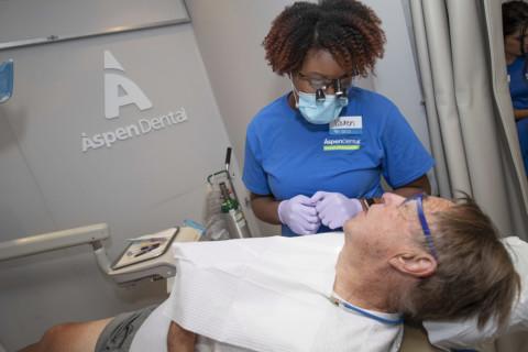 省府扩大低收入长者牙科保健