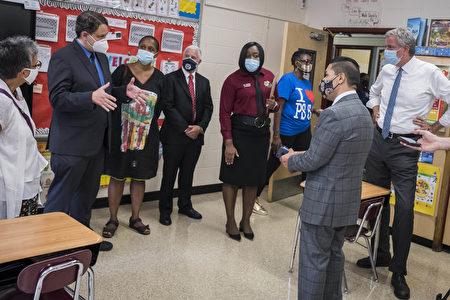 教师不足 纽约市再度推迟公校实体上课