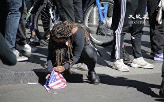 组图:BLM抗议者在曼哈顿时代广场烧国旗
