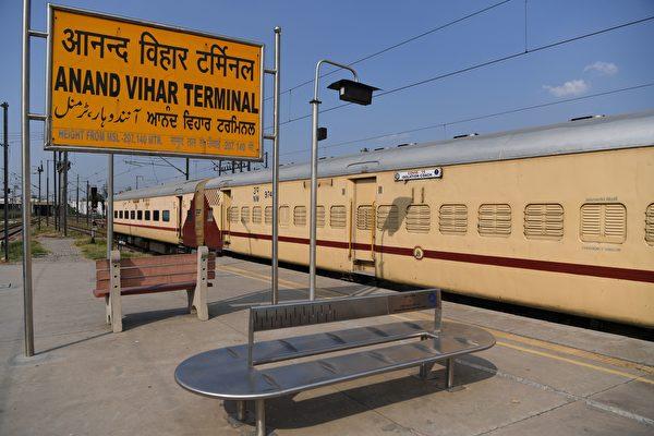 印度兩歲男童被火車輾過 奇蹟般竟毫髮無損