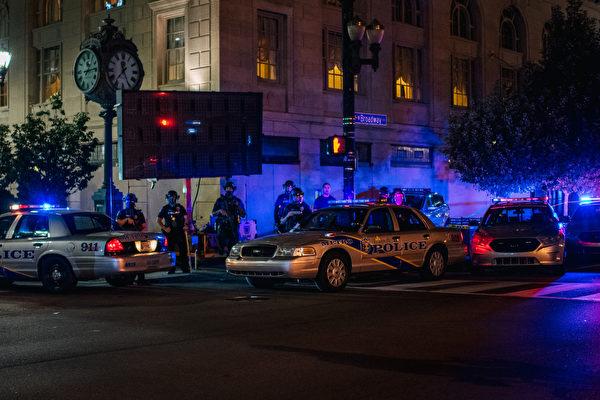 【名家专栏】向美国警察开战不可持续