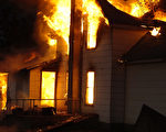大火吞噬房屋前 爱犬吠叫救了主人一家
