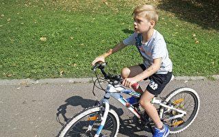 男童丢失自行车 澳洲小镇募款送他一辆新的