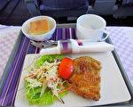 """泰国飞机咖啡厅爆红 顾客体验假装""""出国"""""""