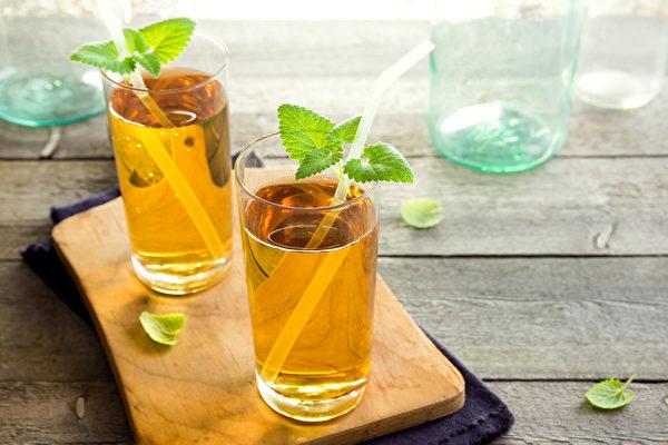 中秋節無論是吃烤肉或月餅,都可搭配無糖綠茶。(Shutterstock)
