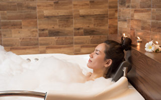 睡前沐浴讓你順利入眠 泡澡水溫多高為好?