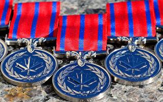 從襲擊者手下勇救鄰居 亞省男子獲英雄最高獎項