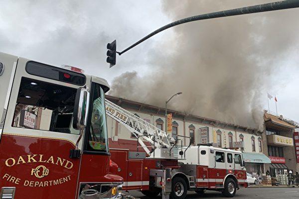 奥克兰中国城5级大火 越南餐厅被焚