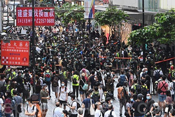 组图:10.1国殇日港警在铜锣湾拘捕多名港人