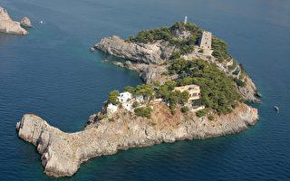 大自然鬼斧神工 意大利島嶼形如躍起的海豚