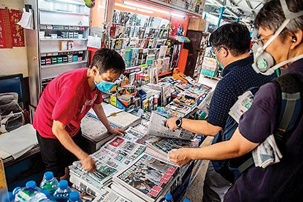 報攤遭港警恐嚇 評論:反襯大紀元影響力