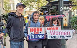 纽约民众聚集川普大厦前 为总统加油打气